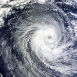 秋に台風が多い理由