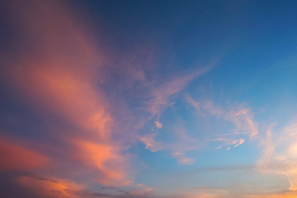 空の色はなぜ変わる