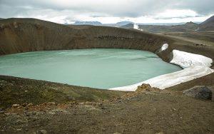 大西洋の中央に位置するアイスランドには巨大な中央大西洋海嶺が走っていることで有名